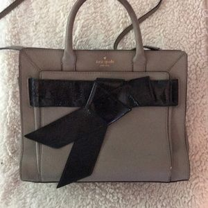 Kate Spade ♠️ Gray Purse with Black Knot Accent